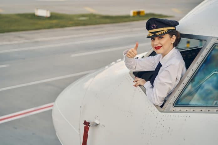 How to Become a Commercial Airline Pilot